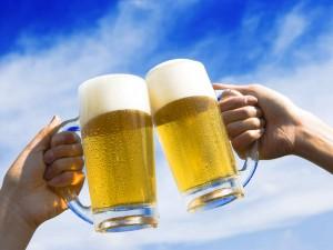 ビールで乾杯画像