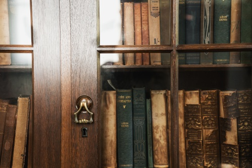 洋書の入った本棚
